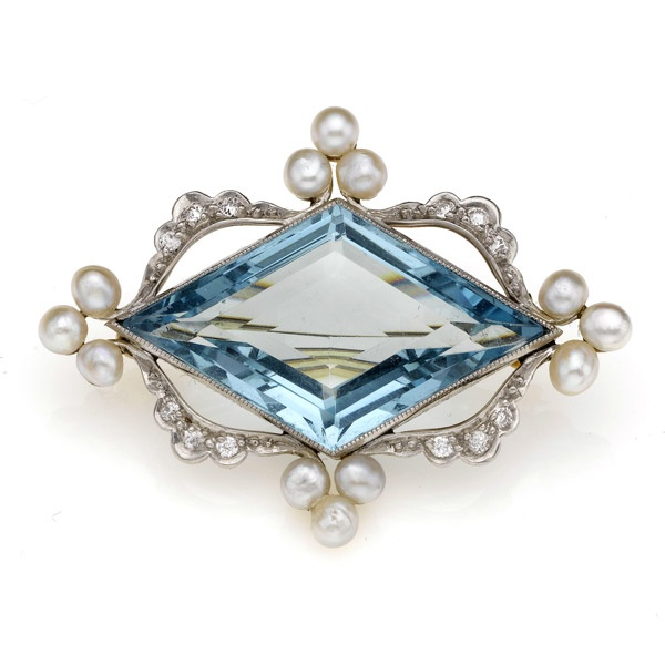 EDWARDIAN AQUAMARINE AND DIAMOND BROOCH
