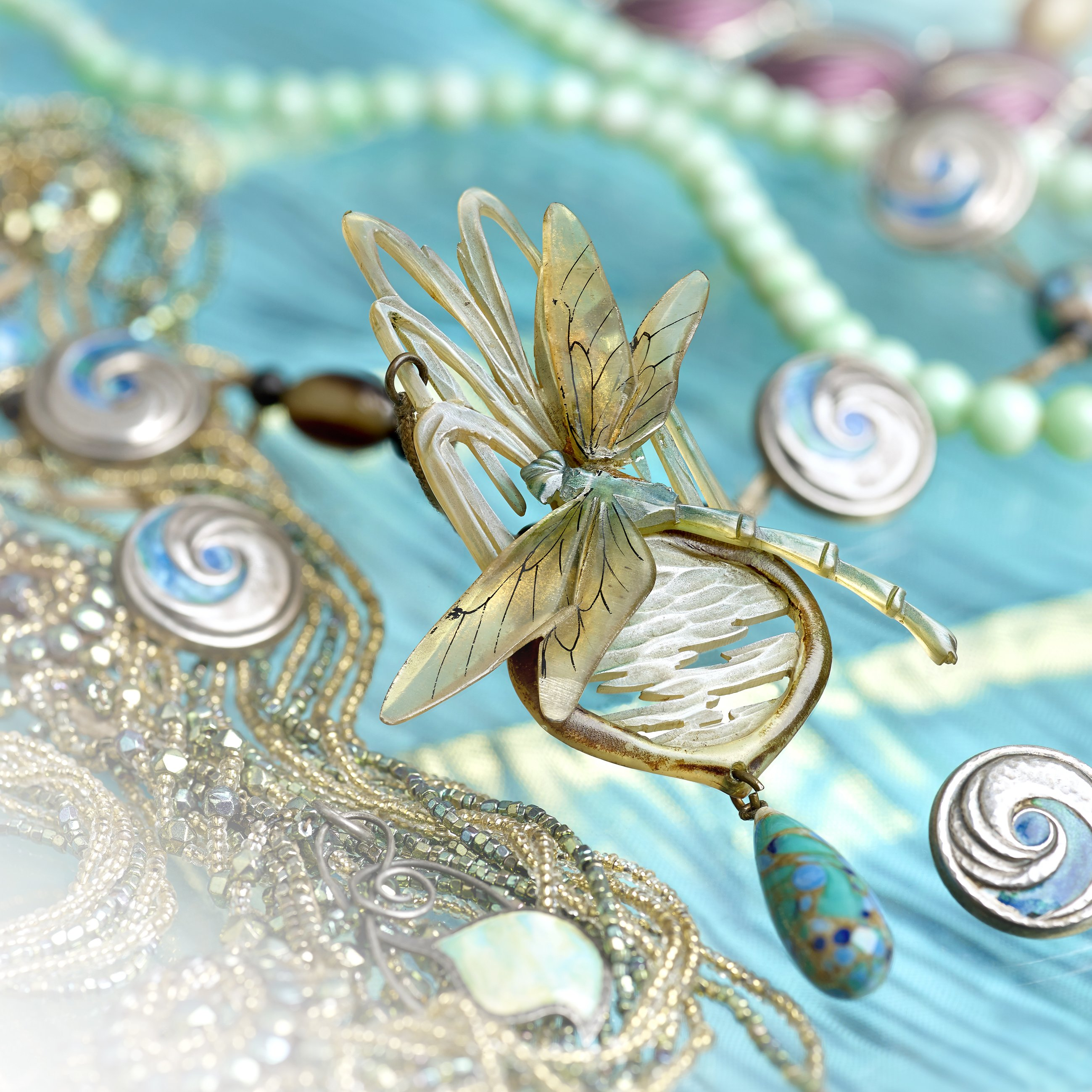 """<a href=""""https://www.fellows.co.uk/Vintage-Jewellery-Accessories/2017-01-30?utm_source=Ageless%20Heirlooms&utm_campaign=Ageless%20Heirlooms%20Vintage&utm_medium=blog&utm_content=Blog%20and%20social"""" target=""""_blank"""">Vintage Jewelry Auction, January 30th</a>"""